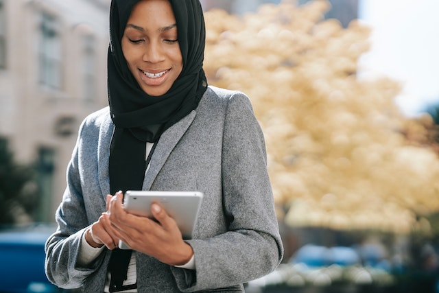 woman uses a tablet to organize her business